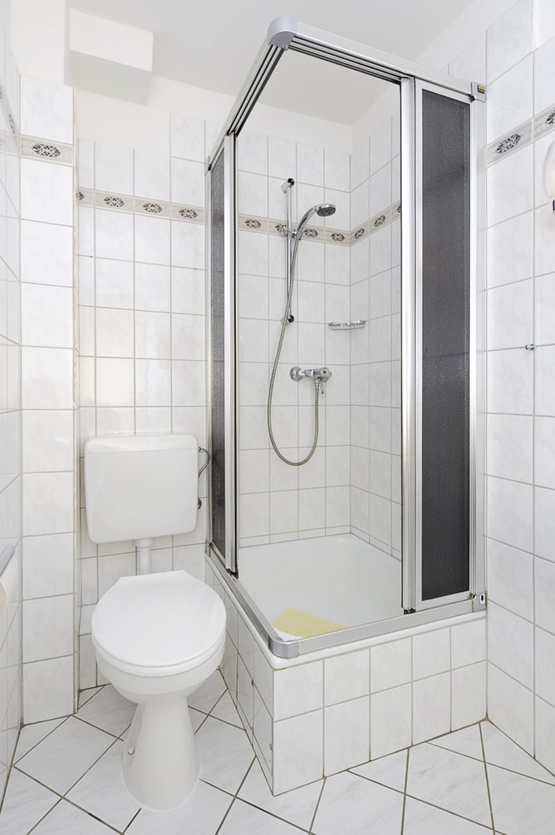 dusche im badezimmer. Black Bedroom Furniture Sets. Home Design Ideas