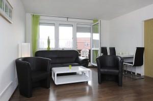 Couch mit Wohnzimmertisch