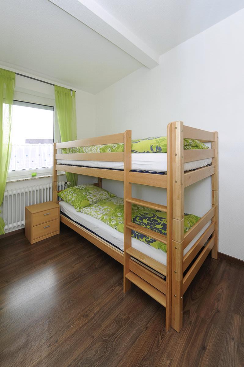 kinderzimmer mit hochbett. Black Bedroom Furniture Sets. Home Design Ideas
