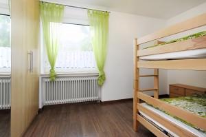 Hochbett und Schrank der Ferienwohnung Lulu Meinders