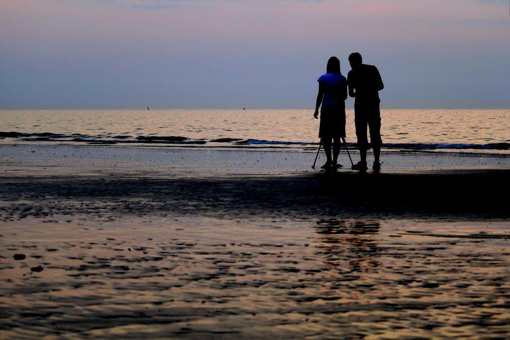 Paar an der Nordseeküste